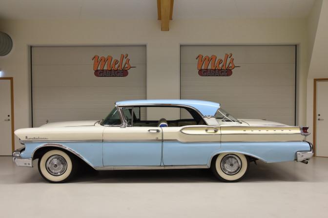 Mercury Montclair 4-dr hardtop 1957
