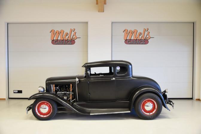 SÅLD! Ford 5-window Coupe 1931, plåtbil