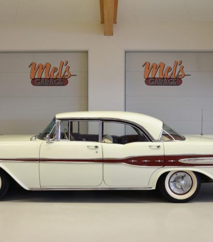 SÅLD! Pontiac Star Chief 4-dr HT 1957