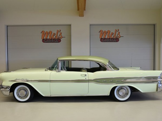 TILL SALU: Pontiac Star Chief 2-dr HT 1957