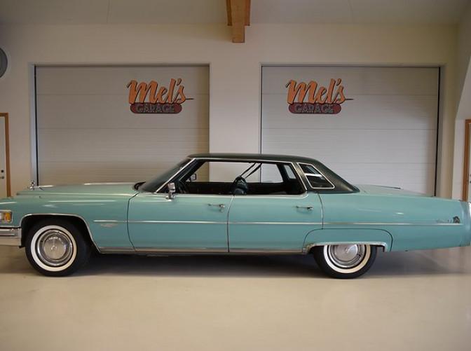 TILL SALU: Cadillac DeVille 4-dr HT Sedan 1976