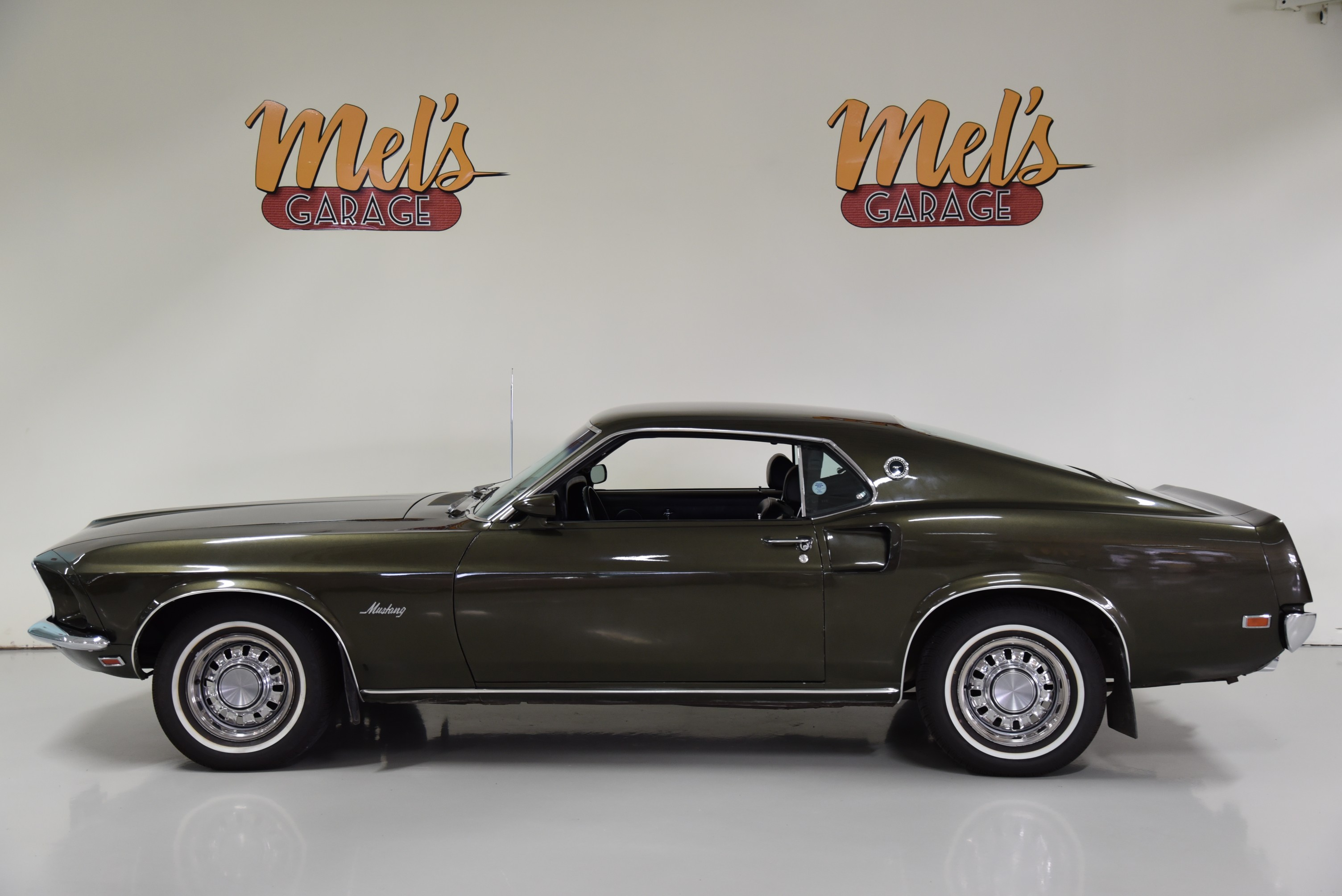 Ford mustang fastback coupe 63a 1969 såld mels garage classic cars coffee shop